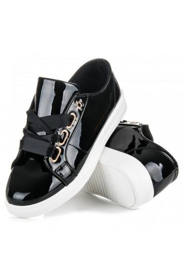 Lakuoti juodi laisvalaikio batai IDEAL su satino batraiščiais V-2688B