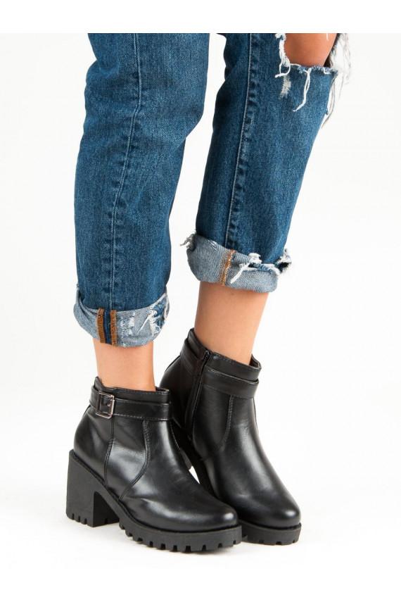 Masyvūs moteriški batai rantytais padais J-19B